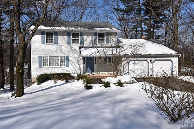 West Milford Single Family Home For Sale: 11 Olde Hickory Road