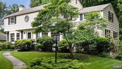 Essex County Single Family Home For Sale: 97 Yantacaw Brook Road