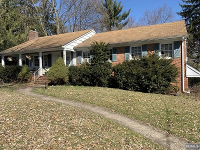 Wyckoff Single Family Home For Sale: 425 Clinton Avenue