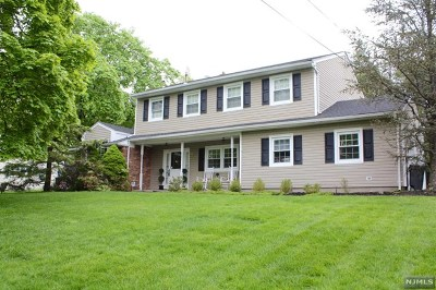Passaic County Single Family Home For Sale: 7 Sears Place