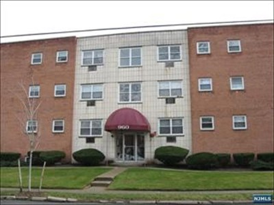 Hackensack Condo/Townhouse For Sale: 960 Main Street #15