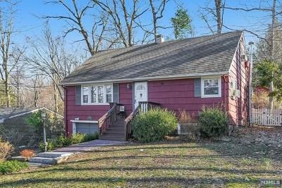 Oakland Single Family Home For Sale: 101 Ramapo Hills Boulevard