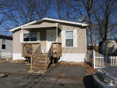 Wayne Single Family Home For Sale: 77 Travelo Drive