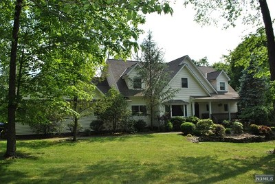Upper Saddle River Single Family Home For Sale: 14 Ramapo Lane