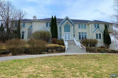 Passaic County Single Family Home For Sale: 83 Chopin Drive
