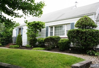 Bogota Single Family Home For Sale: 151 East Fort Lee Road