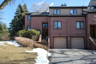 Essex County Condo/Townhouse For Sale: 1 Jennifer Court