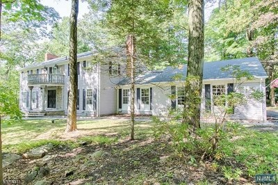 Morris County Single Family Home For Sale: 2 Black Oak Lane