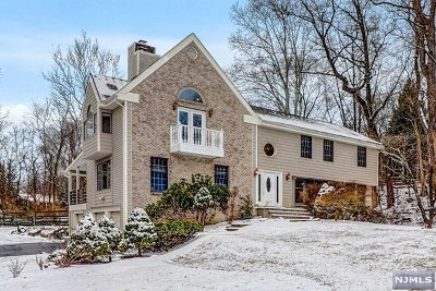 Upper Saddle River Single Family Home For Sale: 42 Stone Ledge Road