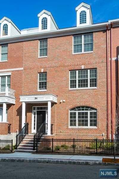Essex County Condo/Townhouse For Sale: 54 Carillon Circle