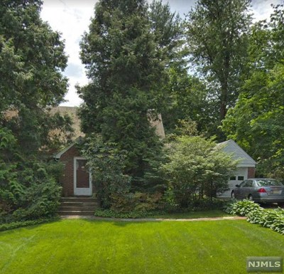 Tenafly Single Family Home For Sale: 32 Burlington Road