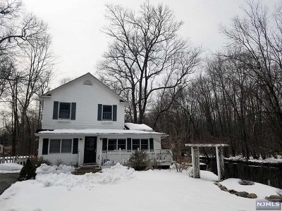 West Milford Single Family Home For Sale: 37 Madelyn Avenue
