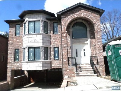 Fort Lee Single Family Home For Sale: 1107 Harvard Place
