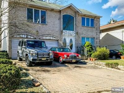 Ridgefield Single Family Home For Sale: 686 Elm Avenue