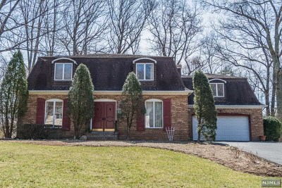Franklin Lakes Single Family Home For Sale: 733 Rivenwood Road