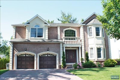 Paramus Single Family Home For Sale: 2 Pelican Court
