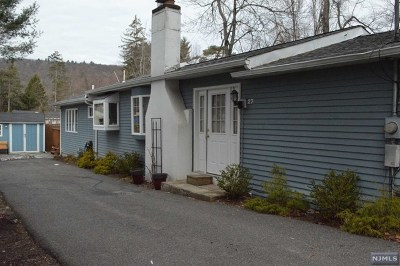 West Milford Single Family Home For Sale: 27 Cooley Lane