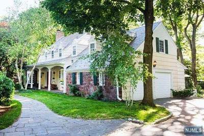 Bergen County Single Family Home For Sale: 33 Vermont Drive