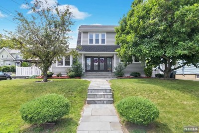 Bergen County Single Family Home For Sale: 250 Orient Way
