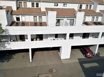 Secaucus NJ Condo/Townhouse For Sale: $427,000