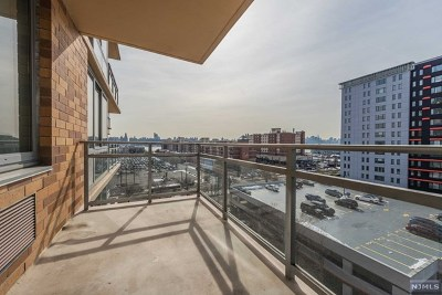 Edgewater NJ Condo/Townhouse For Sale: $479,000