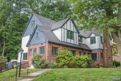 Essex County Single Family Home For Sale: 25 Gordon Place
