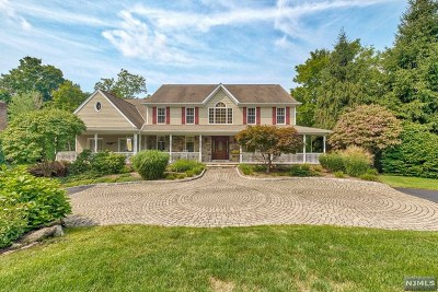 Mahwah Single Family Home For Sale: 75 Walsh Drive