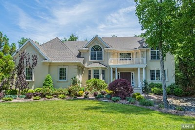 Mahwah Single Family Home For Sale: 15 Woodcrest Court
