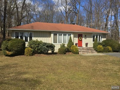Wyckoff Single Family Home For Sale: 301 Cedar Hill Avenue