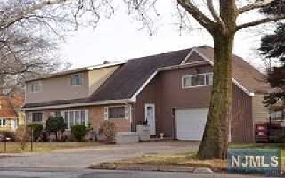 Ridgefield Single Family Home For Sale: 380 Shaler Boulevard