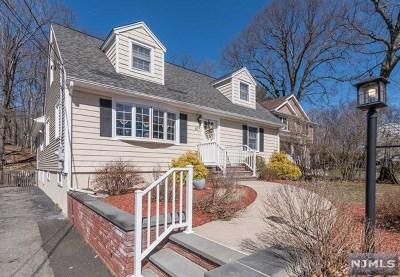 Oakland Single Family Home For Sale: 67 Monhegan Avenue