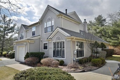 Mahwah Condo/Townhouse For Sale: 147 Moramarco Court