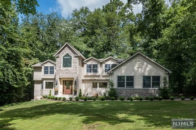 Montvale Single Family Home For Sale: 77 Akers Avenue