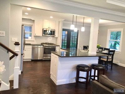 Cresskill Single Family Home For Sale: 11 Florence Avenue