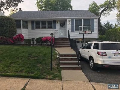 Waldwick Single Family Home For Sale: 145 Manhattan Avenue