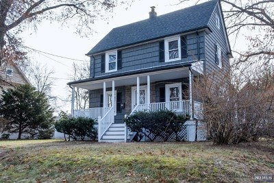 New Milford Single Family Home For Sale: 390 Milford Avenue