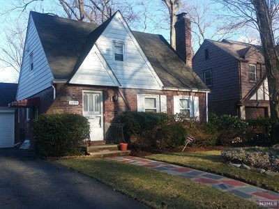 Teaneck Single Family Home For Sale: 1155 Kensington Road