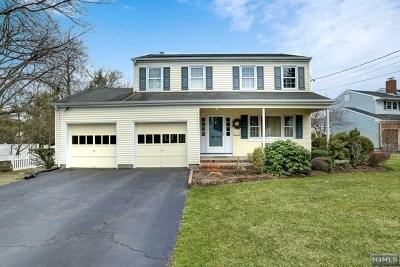 Paramus Single Family Home For Sale: 18 Clarkson Court