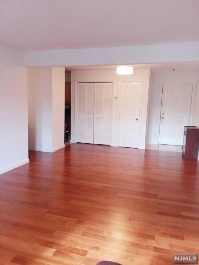Palisades Park NJ Condo/Townhouse For Sale: $329,000
