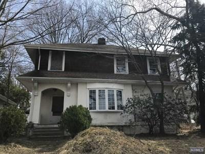Leonia Single Family Home For Sale: 475 Grand Avenue