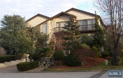 Englewood Cliffs Single Family Home For Sale: 255 Center Street