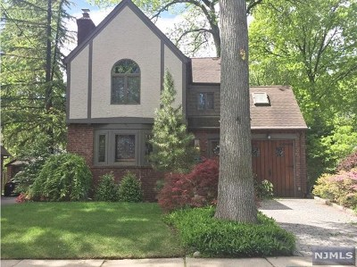 Teaneck Single Family Home For Sale: 548 Standish Road
