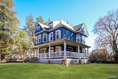 Bergenfield Single Family Home For Sale: 152 East Clinton Avenue