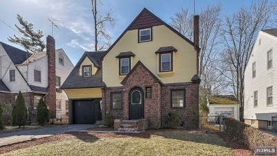 Englewood Single Family Home For Sale: 362 West Ivy Lane
