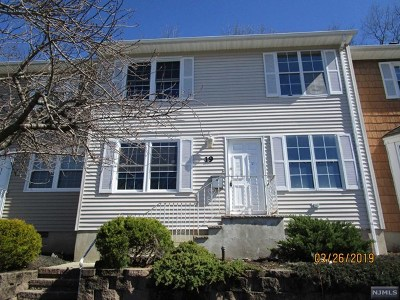Bloomingdale Condo/Townhouse For Sale: 19 Sandra Lane