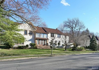 Closter Single Family Home For Sale: 1 Flamm Brook Road