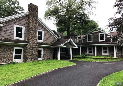 Upper Saddle River Single Family Home For Sale: 92 Pleasant Avenue