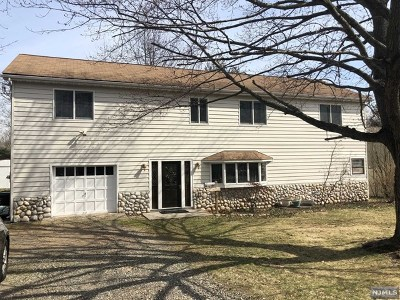 Paramus Single Family Home For Sale: 193 Clayton Terrace