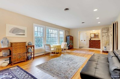 Oradell Single Family Home For Sale: 833 Amaryllis Avenue