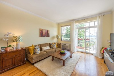 Edgewater Condo/Townhouse For Sale: 1100 River Road #206